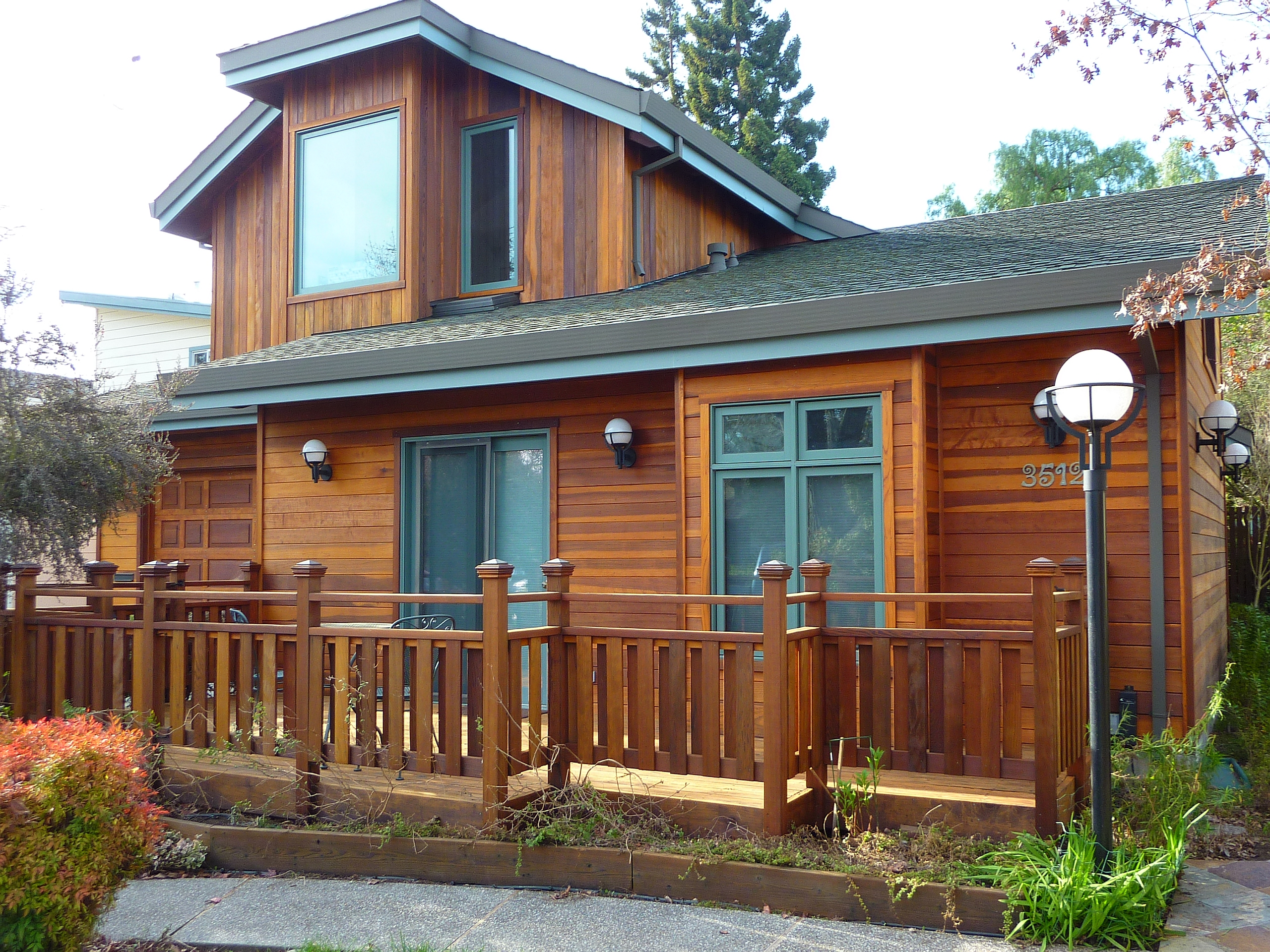 Overstained redwood siding cal preserving for Exterior de casas